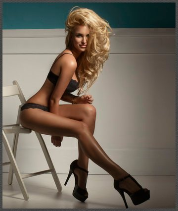 Ponju Blonde Escort