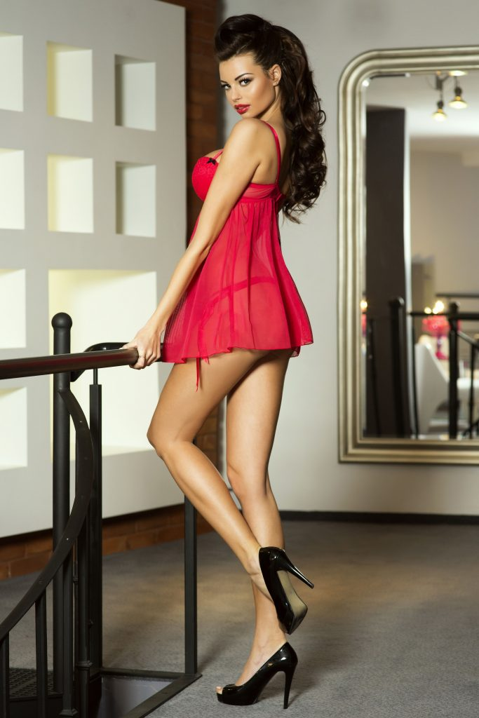 Brunette In Red - Ponju Escorts